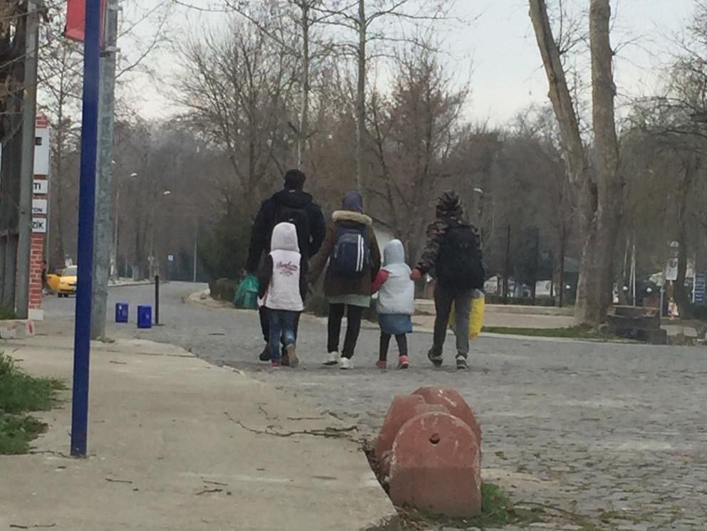 Migrantes na cidade turca de Edirne em direção à fronteira com a Grécia e Bulgária