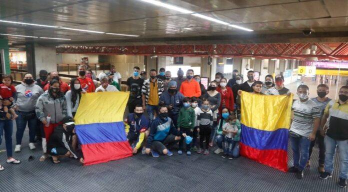 Mais de 200 colombianos aguardam no aeroporto de Guarulhos uma chance de voltar ao país natal