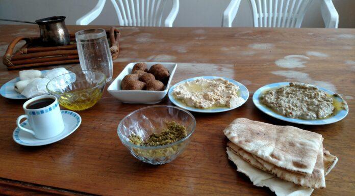 Café da manhã preparado à moda síria