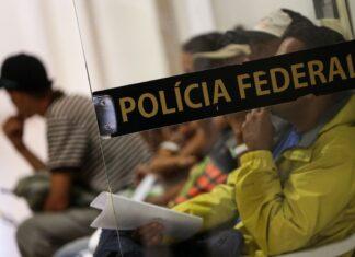 Imigrantes venezuelanos são registrados na Polícia Federal de Boa Vista para emissão e regularização de documentos