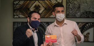 O ativista sírio Abdulbaset Jarour, durante o ato de filiação ao PSB
