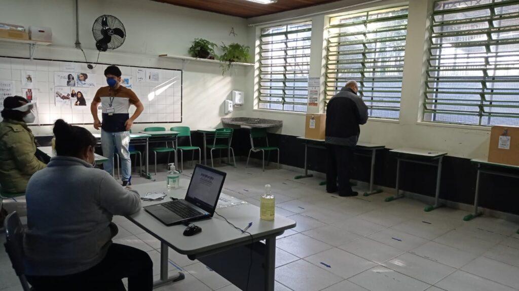 Local presencial de votação para Conselho Municipal de Imigrantes, em maio de 2020