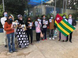 Com bandeira do Togo, seu país natal, Falilatou é recebida após deixar a prisão em São Paulo