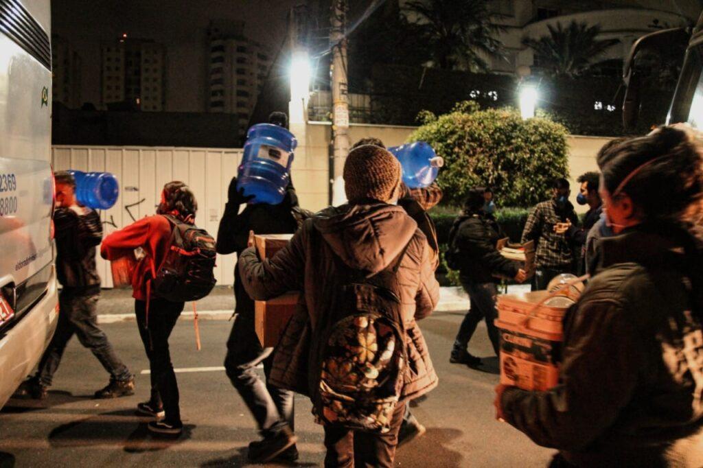 Doações enviadas para os moradores da Ocupação dos Imigrantes, no bairro paulistano da Liberdade