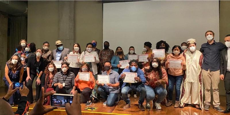 Integrantes da sociedade civil do Conselho Municipal de Imigrantes durante cerimônia de posse em São Paulo