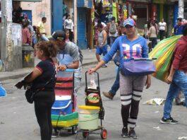 vendendo arepas em Lima, capital do Peru.