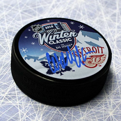 Wendel Clark Signed Puck Toronto Maple Leafs 2014 Winter Classic Puck