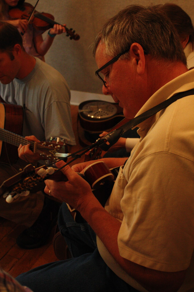 BluegrassDaddy.com is your best source for Bluegrass, Old-Time, Celtic, Gospel, and Country fiddle lessons!
