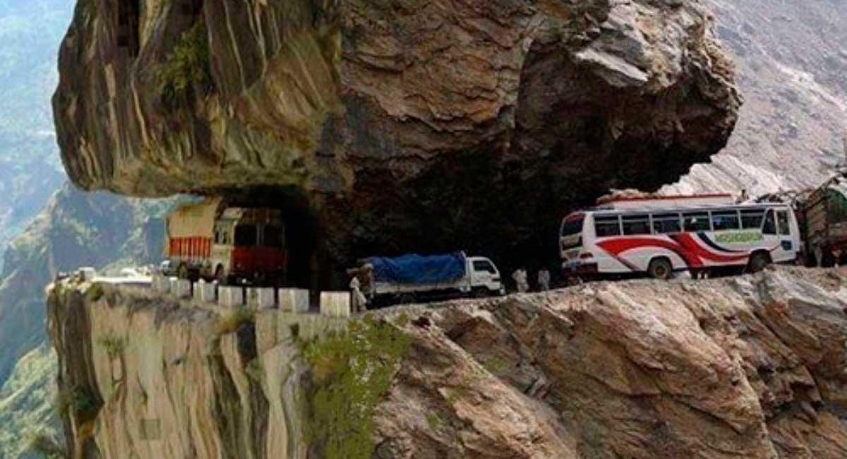 Las-carreteras-más-peligrosas-e-inusuales-del-planeta1