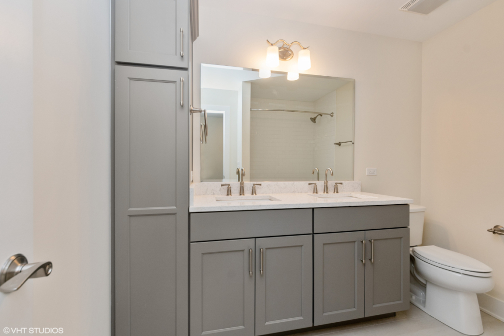Elm Street Place Luxury Townhome Rentals Deerfield IL - Second Bathroom