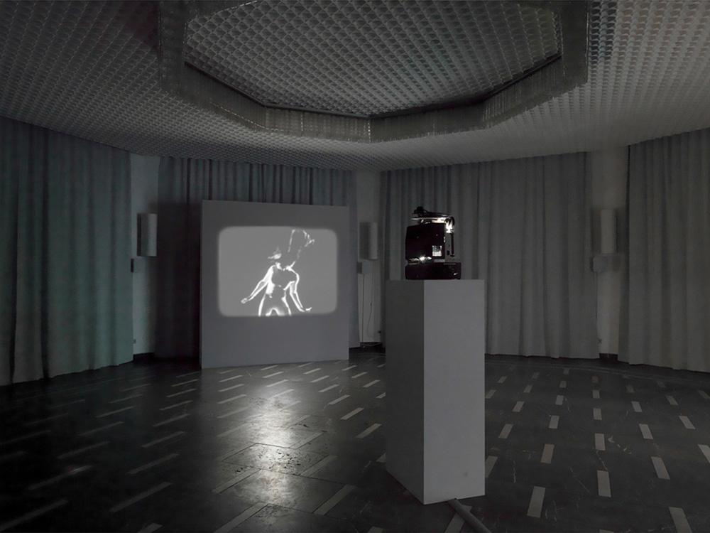Jeremy Shaw, Variation FQ, 2011 – 2013, exhibition view Schinkel Pavillion, Berlin, 2013