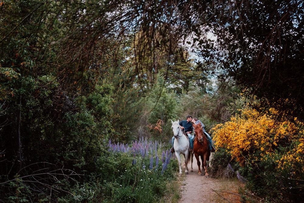 fotos cavalgada com casal em bariloche
