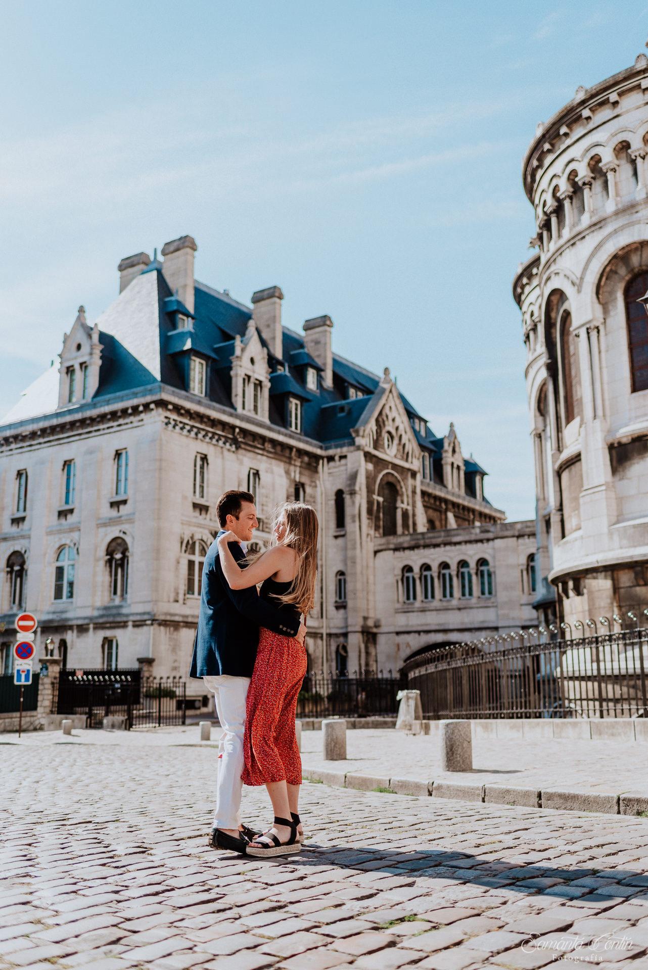 Sacre Coeur engagement photoshoot