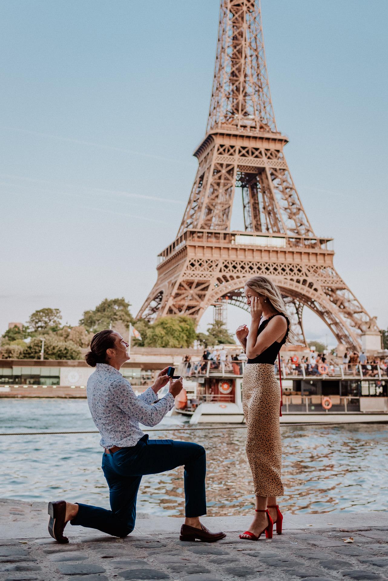 paris wedding proposal photographer