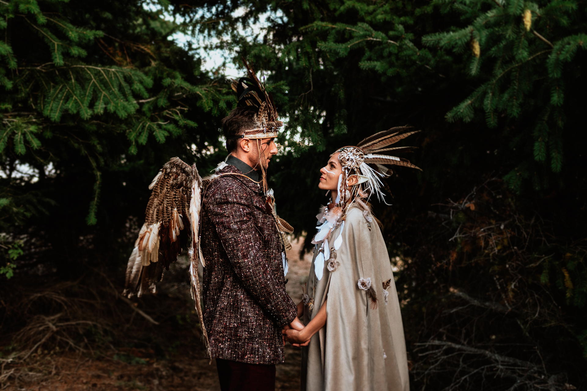 tematic wedding in the woods