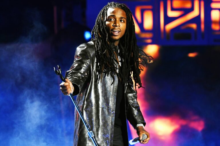 """[Watch] Jacquees Drops New Video To """"Pretty Brown"""" Off ' Exit 68' Mixtape"""