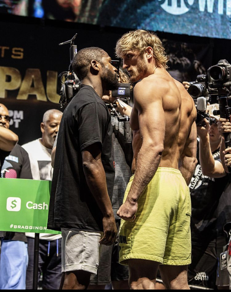 Photo Gallery: The Last Faceoff Before the Big Fight