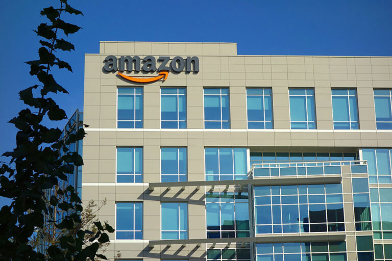 Amazon Plays It Safe, Corporate Office Plans 2022 Return To Office For Corporate Employees