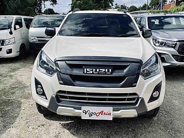 2017 Isuzu Dmax Vcross White
