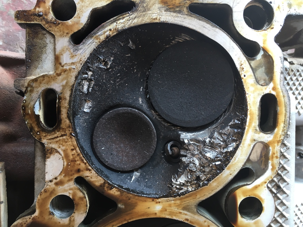 destroyed-dodge-cylinderhead