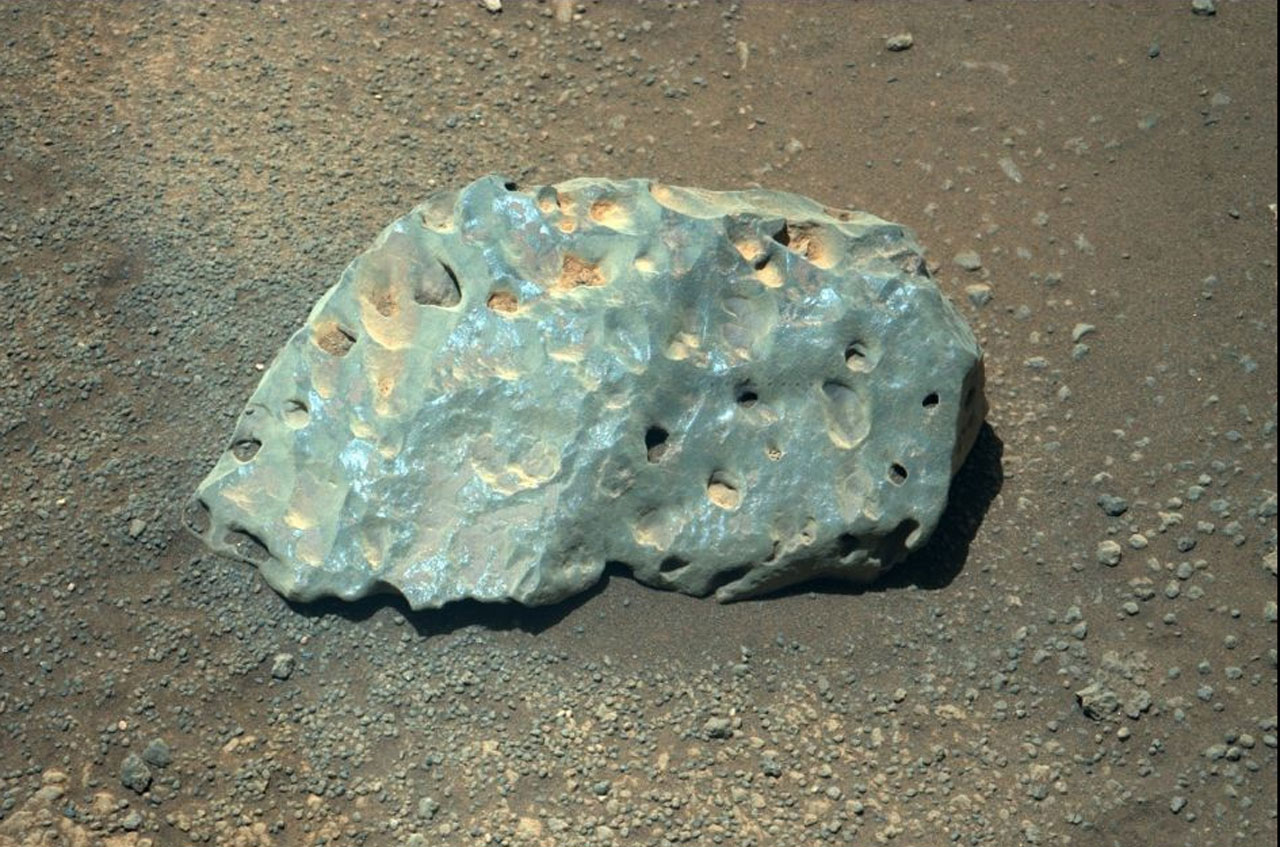 Rover Finds Weird Green Rock on Mars!