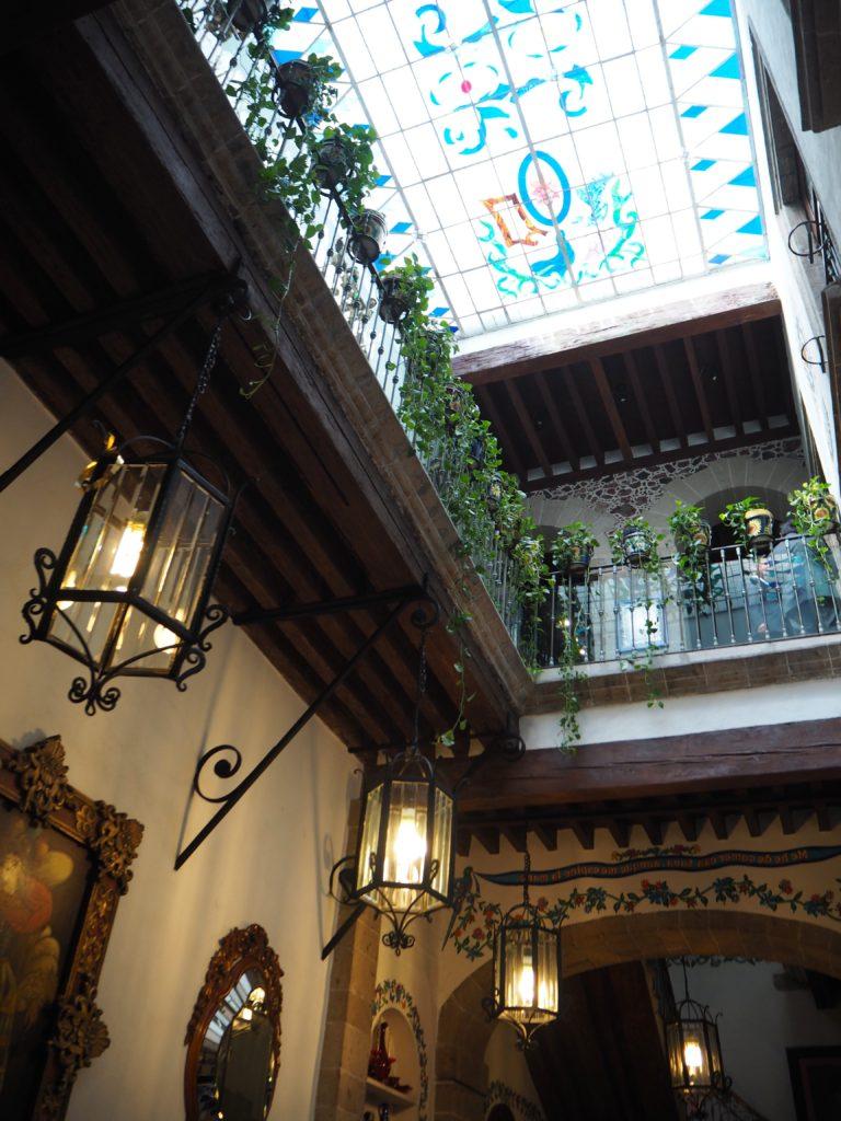 Café de Tacuba in Mexico City - Modern Stripes