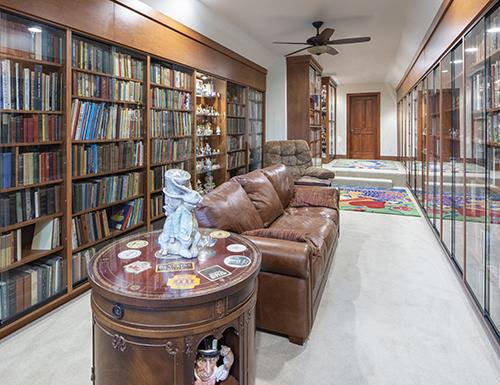 Bonus room with built in bookshelves
