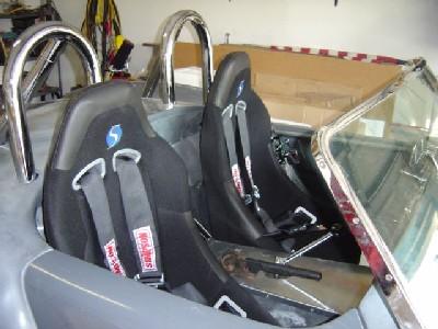 2005.08.b.seatbelts