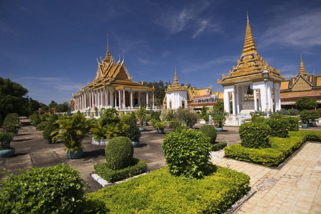 royal-palace-and-silver-pagoda-in-phnom-penh-cambodia