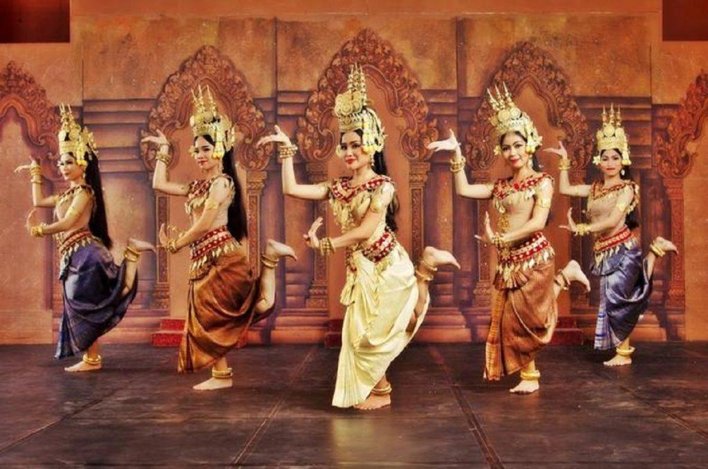 spectacle-de-danse-traditionnelle-in-phnom-penh-322500