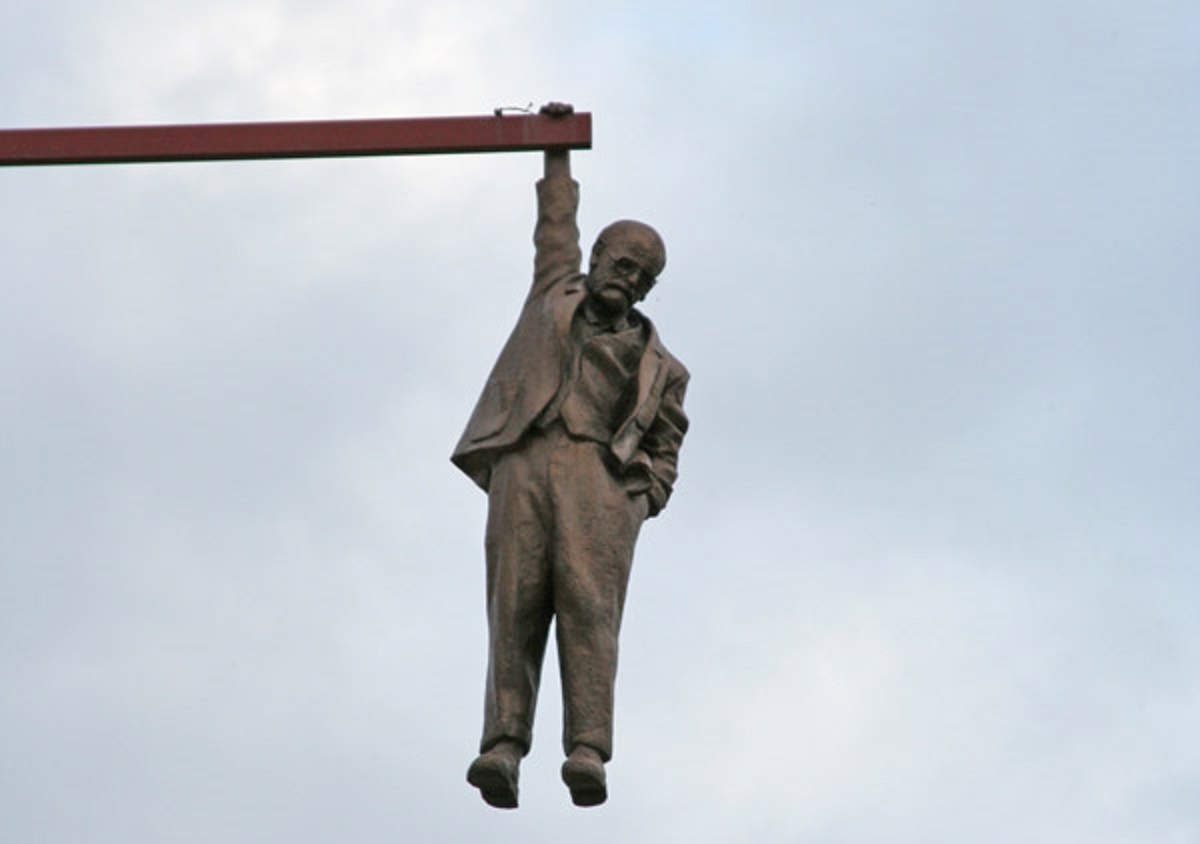 david-cerny-hanging-man