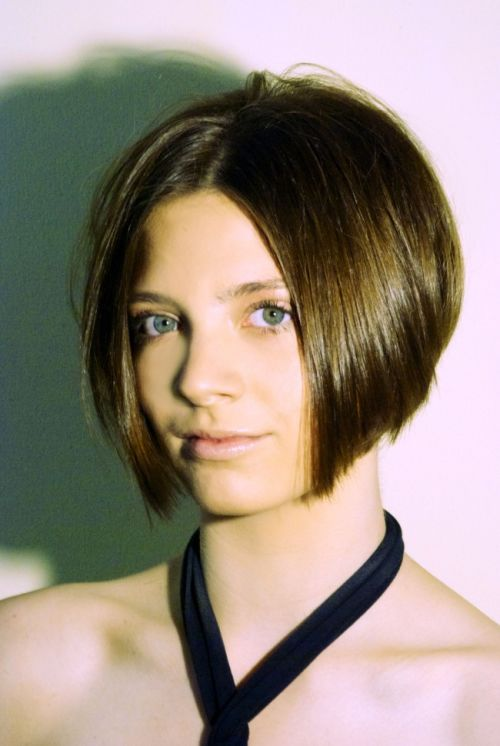 young woman wearing an angled bob hairstyle parted in the middle