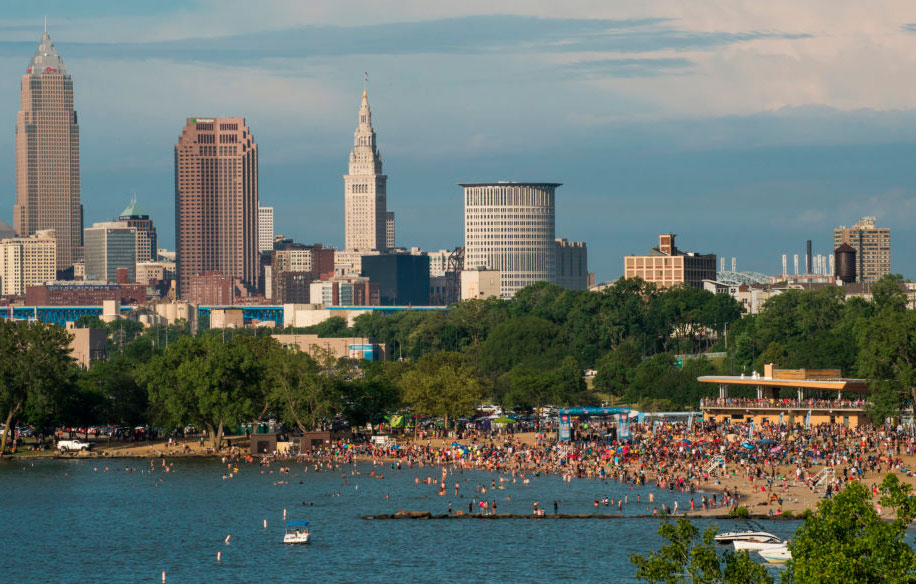 Bialosky Plays Hard at AIA Cleveland Beach Day