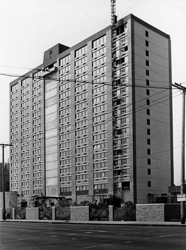 Park Plaza – Clinic Inn – 1974