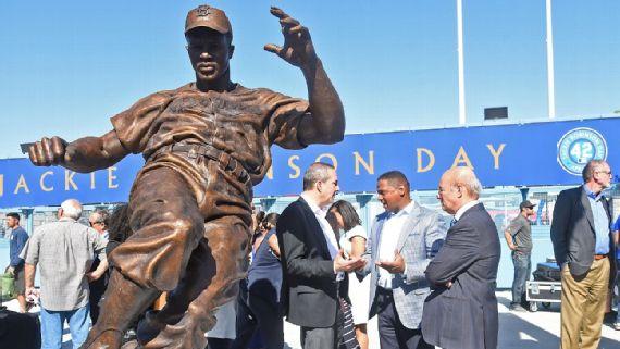 Jackie Robinson Statue