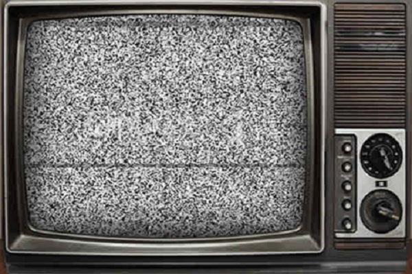 """Senado decide hoy si aplaza """"apagón analógico""""; el rechazo es por multas a televisoras: Corral"""