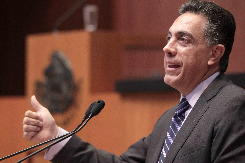 """Fayad ofrece """"corregir, aumentar o comenzar desde cero"""" su ley sobre internet"""