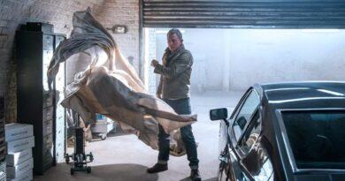 Daniel Craig James Bond No Time To Die Garage scene