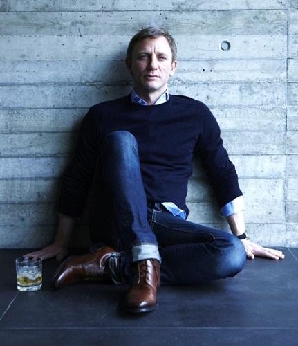 Navy Cashmere Sweater Daniel Craig style