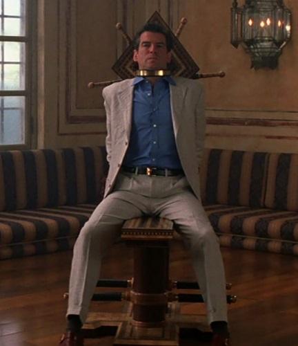 Pierce Brosnan James Bond The World is not Enough linen suit