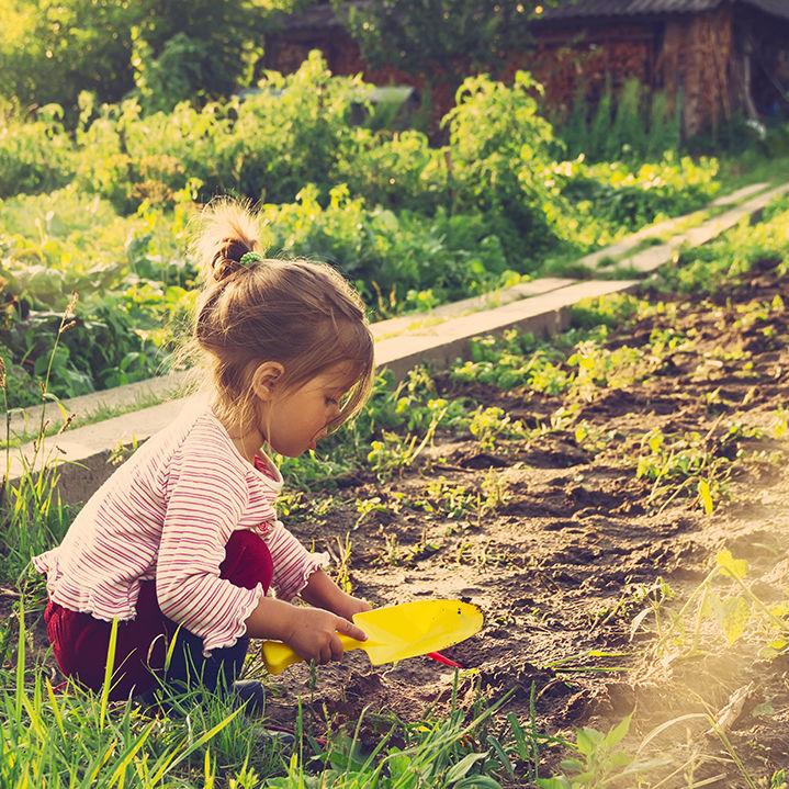 Kids PLaying Garden_1000px