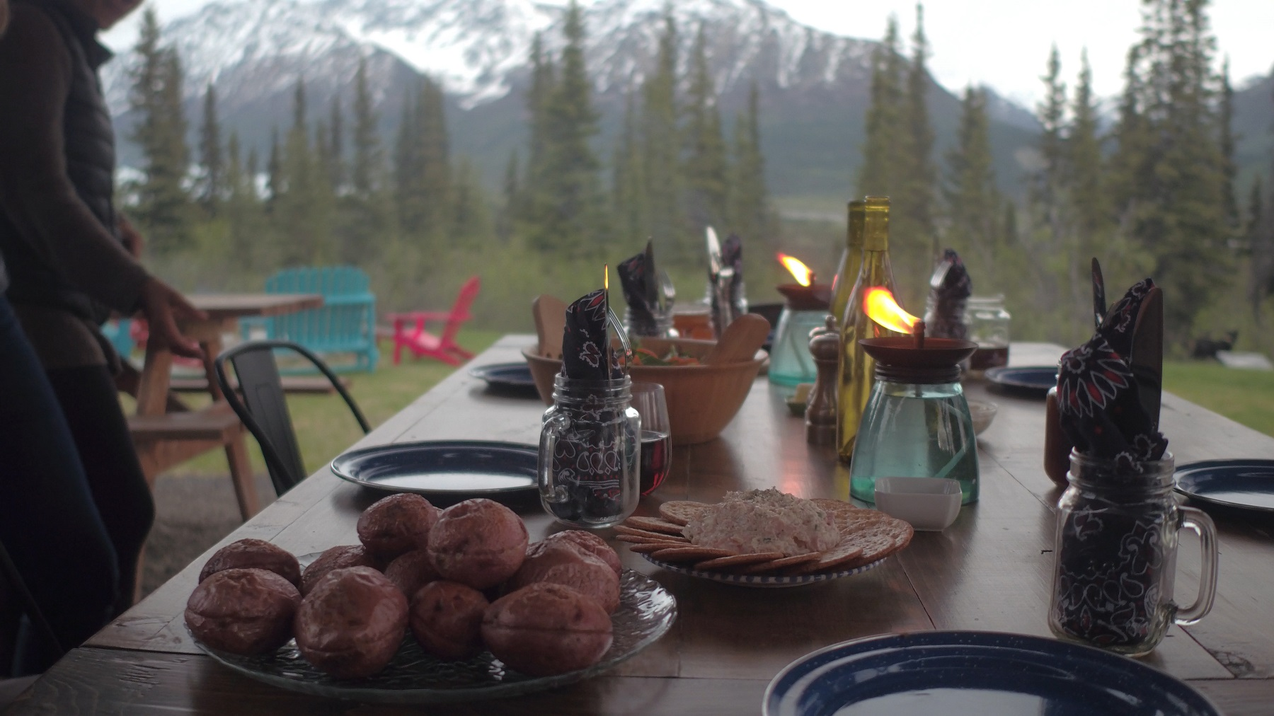 dinner table mountains