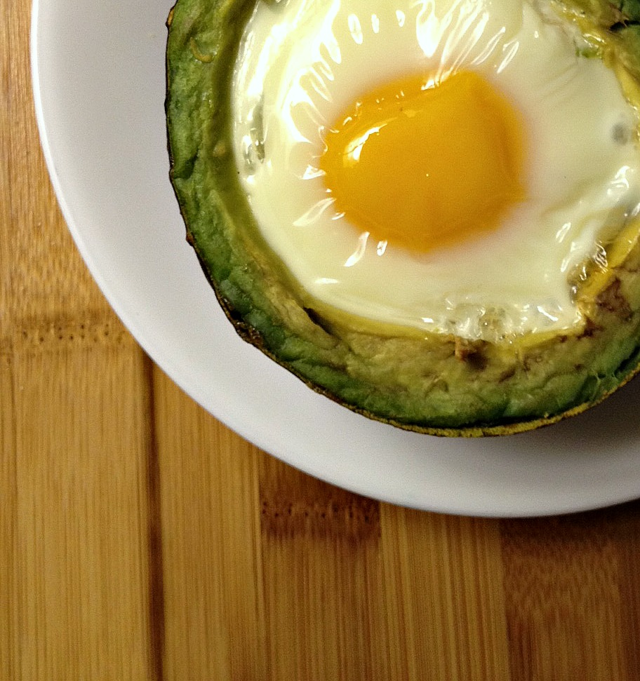 Baked Eggs and Green Chiles in Avocado #15MinuteSuppers