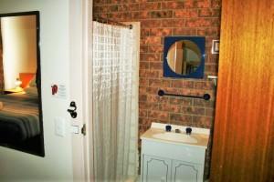 Ski-Inn-Jindabyne-Accommdation-Standard room-06
