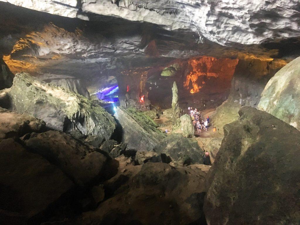 hang sung sot cave, cavern, halong bay, ha long bay, halong bay cruise, vietnam
