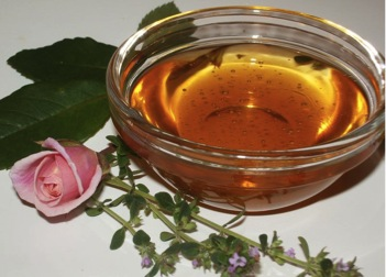 Honey: A Sweet Beauty Aid