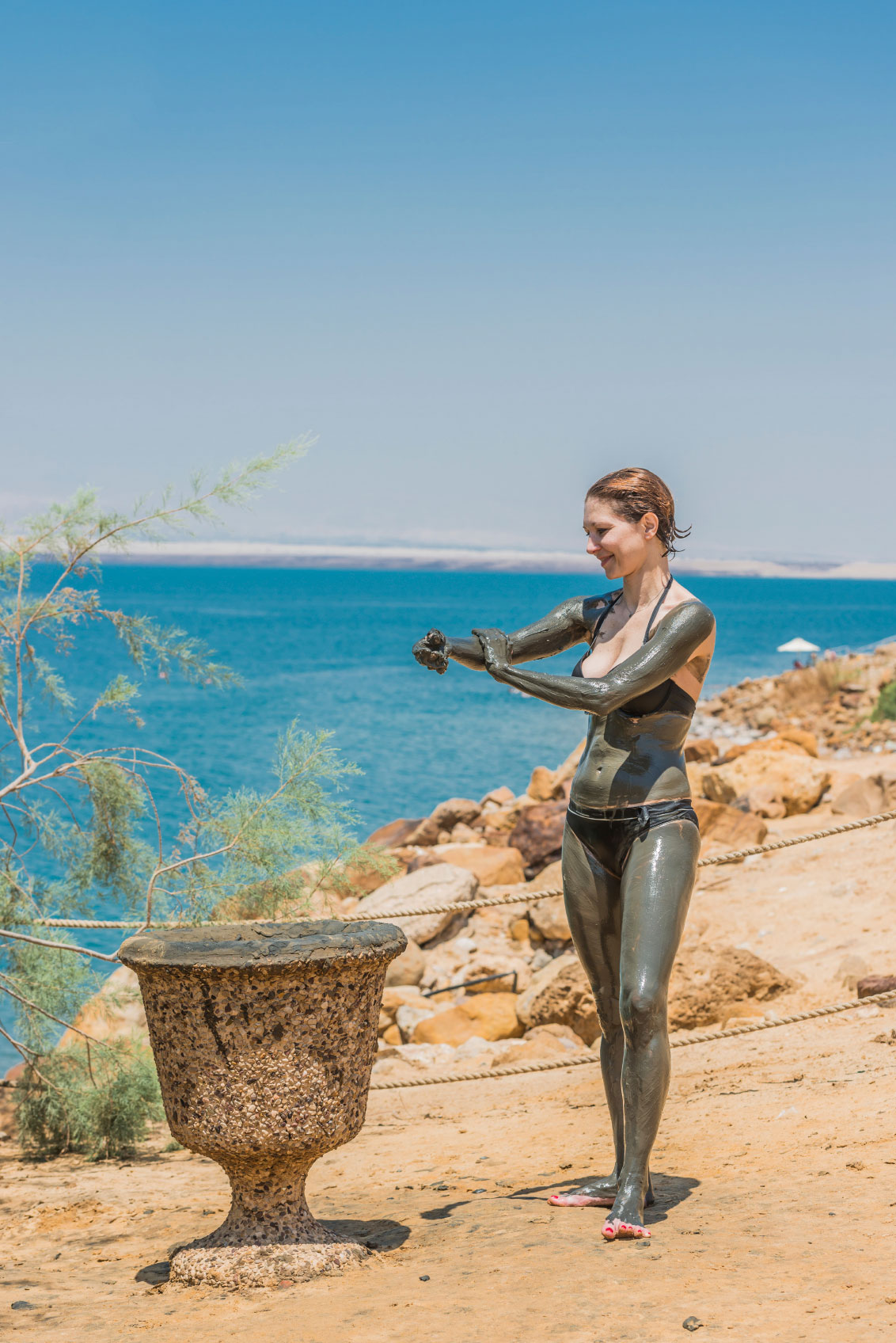 How to Do a Detoxifying Dead Sea Mud Body Mask or Wrap at Home
