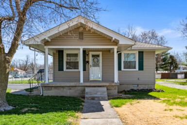 2 bedroom, 1 bath little bungalow with fenced-in yard