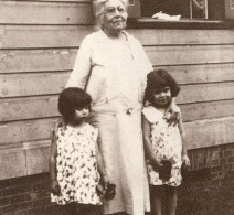 Diana with her granddaughters, circa 1930.