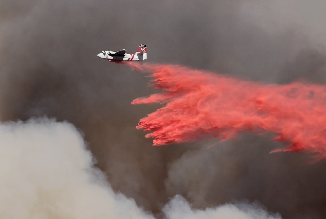 air_tanker_retardant_drop_
